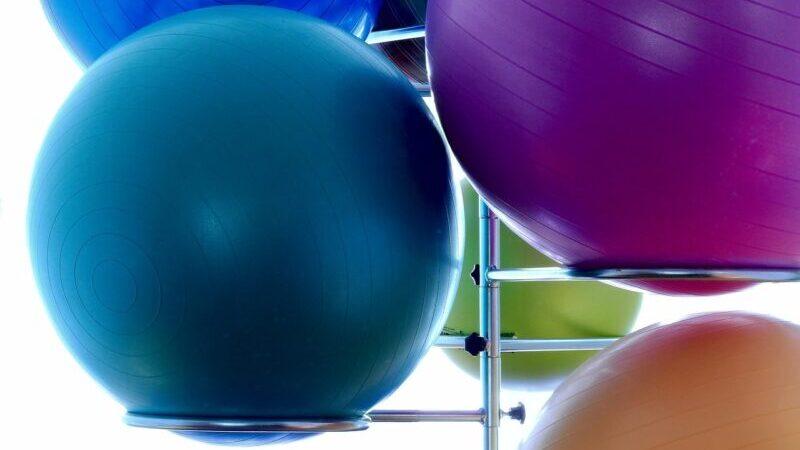 バランスボールを使った腹筋の鍛え方!超簡単で超効くやり方!