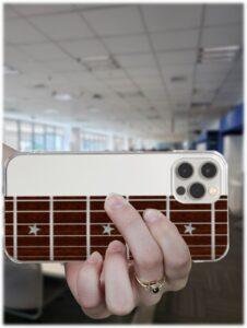 職場でギターの運指練習