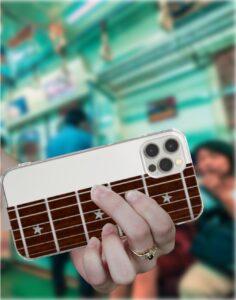 電車の中でギターの運指練習