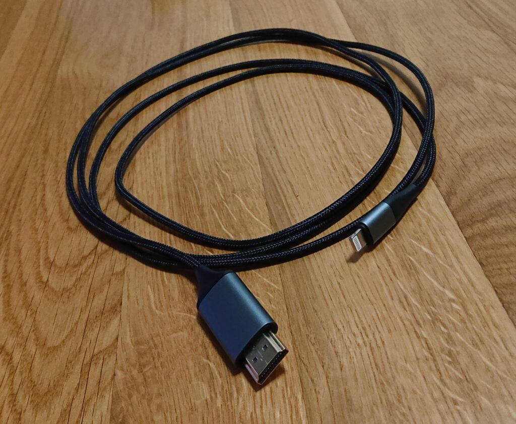 Amazonで買えるiPhone用HDMI変換ケーブル